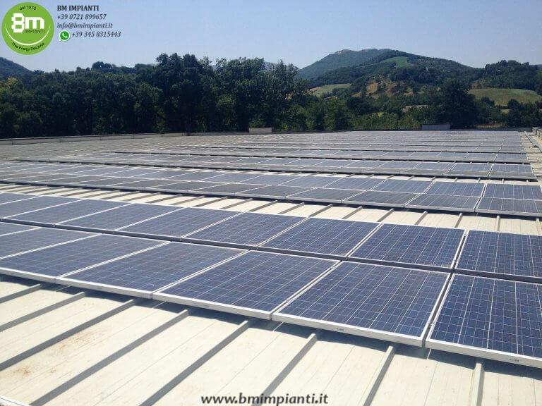 impianto fotovoltaico sopra industria