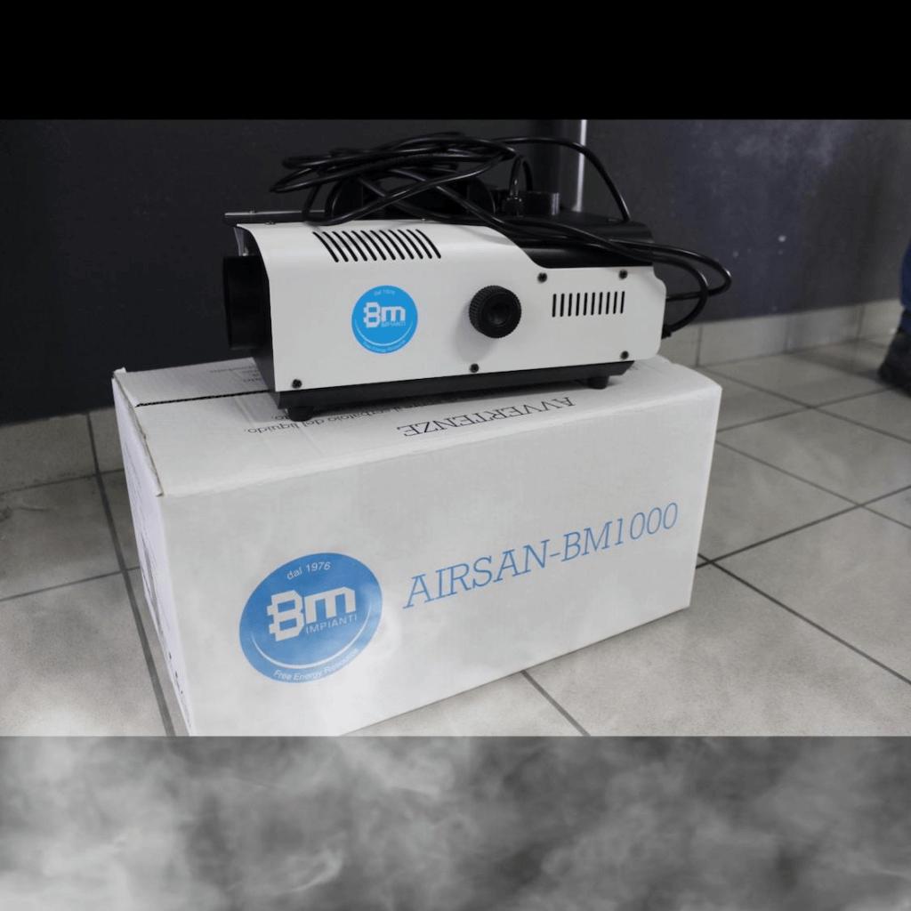 Sanificatore per ambienti a nebbia bianco e logo bm impianti blu