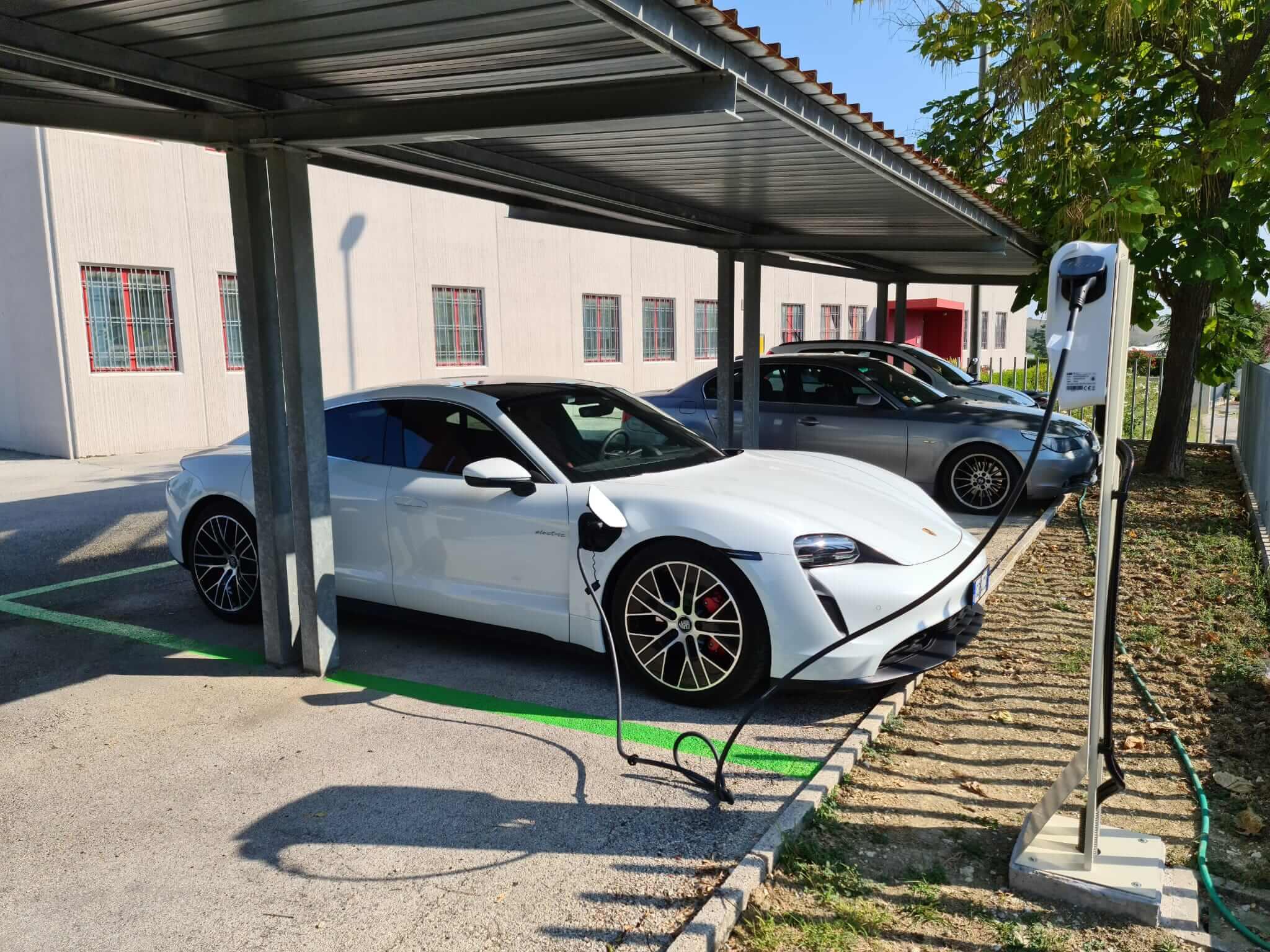 colonnina auto elettriche